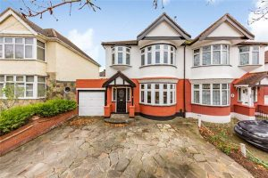 Three bedroom house in Hornchurch